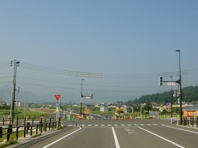 六日町バイパス市道駅裏小栗山線交差点、終点から起点を臨む