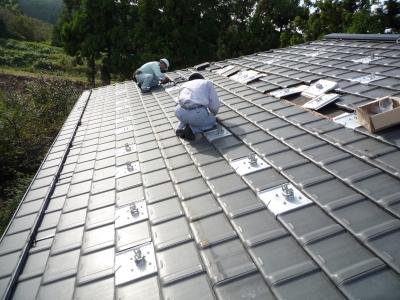 N様太陽光発電設置工事~支持瓦取付状況