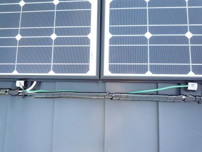 太陽光発電設置工事~屋根上配線状況