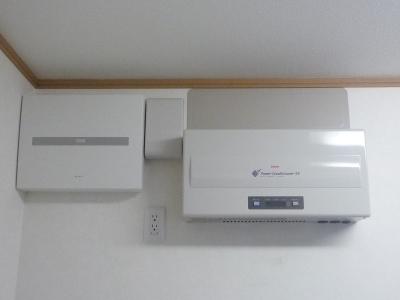 太陽光発電設置工事~パワーコンディショナー取付状況